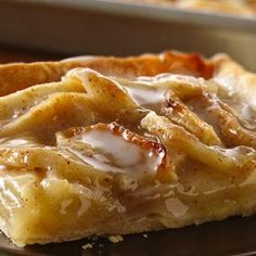 Apple Slab Pie - this sounds oh-so-good! (and I repinned it from my daughter-in-law's board & didn't even realize it until later. Good taste, Sara!