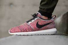 https://dopecreativeblog.files.wordpress.com/2015/04/nike-flyknit-roshe-bright-crimson-anthracite-1.jpg
