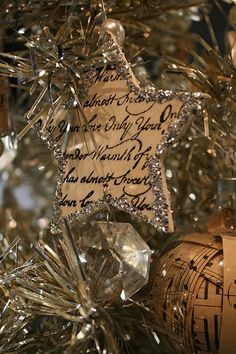 Nothing can beat homemade Christmas Ornaments & Christmas Crafts. Here are easy DIY Christmas Ornaments to make your Christmas Decorations feel personal. Christmas Makes, Country Christmas, Vintage Christmas, Christmas Holidays, Xmas, Silver Christmas, Christmas Things, Christmas Star, Happy Holidays