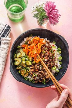 Korean Beef Bibimbap with Zucchini, Mushrooms, and Carrots Koreanisches Rindfleisch Bibimbap m Healthy Beef Recipes, Ground Beef Recipes, Asian Recipes, Bibimbap Recipe Easy, Asian Beef, Korean Beef Bowl, Steak And Rice, Hello Fresh Recipes, Carne Picada
