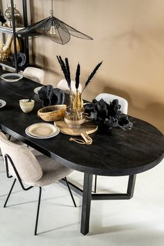 Mango Wood Dining Table, Style And Grace, Wood And Metal, Painted Metal, Metal Finishes, Metallic Paint, Painting On Wood, Wood Furniture, Table Decorations