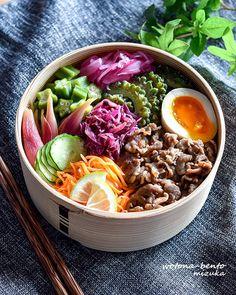 9/7 焼肉のっけ弁当 Japanese Lunch Box, Japanese Food, Bento Box Lunch, Cobb Salad, Nom Nom, Baking, Healthy, Ethnic Recipes, Boxes