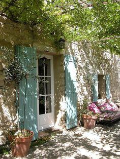 "le-temps-plus-que-parfait: ""A farmhouse in Provence by Leo B. on flickr """