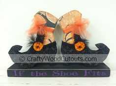 Witch Shoes Wood Craft Cutouts from Crafty Wood Cutouts (Diy Wood Work Awesome) Cute Crafts, Crafts To Do, Fall Crafts, Diy Crafts, Wood Projects For Beginners, Diy Wood Projects, Halloween Wood Crafts, Halloween Blocks, Halloween Stuff