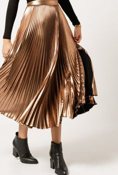 Azalea is the destination for your well edited look. Shop this season's hottest looks! Metallic Pleated Skirt, Gold Skirt, Style Snaps, Gorgeous Fabrics, Simple Outfits, Fashion Pictures, Swagg, Daily Fashion, Style Me