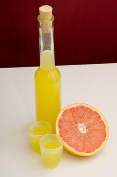 Φτιάχνουμε σπιτικά λικέρ με φρούτα της εποχής - Αλκοόλ - αθηνόραμαUmami.gr Coffee Drinks, Grapefruit, Recipies, Projects To Try, Cocktails, Food And Drink, Spirit, Favorite Recipes, Liqueurs