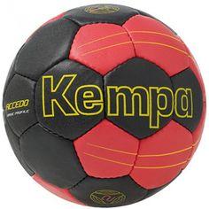Ballon handball Kempa Accedo Basic Profile. Dernier ballon d'entraînement Kempa avec une nouvelle matière synthétique lui offrant un excellent grip et un excellent rebond.