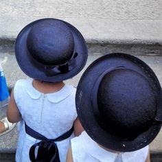 Pronte ad entrare in chiesa!  #wedding #weddingday #artigianato #accessories #madeinitaly #hat #hats #marinare #paglia #kids #joy #cappello #cute #socute