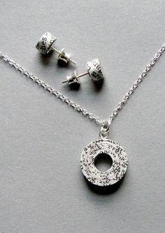 recycled newspaper jewellery set   BLURECO
