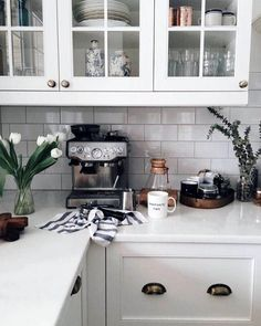 kitchen home design ideas - gorgeous modern kitchen inspiration Kitchen Interior, New Kitchen, Interior Design Living Room, Kitchen Dining, Kitchen Decor, Kitchen White, Espresso Kitchen, Kitchen Display, Espresso Coffee