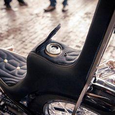 Custom Harleys, Custom Motorcycles, Custom Bikes, Motorcycle Seats, Bobber Motorcycle, Choppers, King And Queen Seat, King Queen, Old School Motorcycles
