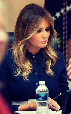Melana Trump, Melania Knauss Trump, First Lady Melania Trump, Trump Melania, Trump Hair, Trump Is My President, Messy Hairstyles, Hair Dos, Hair Inspo