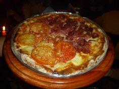 Pizza de calabresa e napolitana (Pizzaria Mercatto)