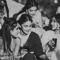 Alia Bhatt made a stunning bridesmaid at best friend's wedding. Bollywood Couples, Bollywood Wedding, Bollywood Stars, Vintage Bollywood, Girl Tribe, Looking For Friends, Best Friend Wedding, Dress Picture, Picture Poses
