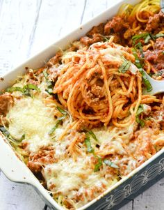 Weight Watcher Recipes - Baked Cream Cheese Spaghetti Casserole - This turned out tasty! The cream cheese tastes so good with the spaghetti sauce! Ww Recipes, Pasta Recipes, Italian Recipes, Cooking Recipes, Healthy Recipes, Recipies, Healthy Casserole Recipes, Spaghetti Recipes, Recipes Dinner