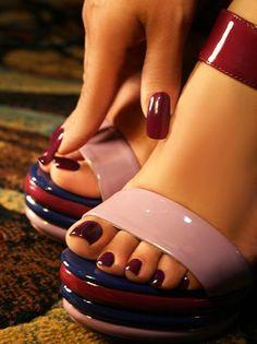 Aleida.net: Deep red manicure and pedicure