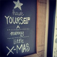 Kerstquote op een schoolbord, zo simpel en zo leuk! | #Christmas quote on a chalk board, so easy and so much fun! www.christmaholic.nl Christmas Quotes, All Things Christmas, Be Yourself Quotes, Xmas, Fun, Crafts, Chalkboard Ideas, Chalk Board, Friends
