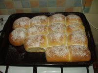 Kynuté buchty s tvarohem opravdu luxusní:-) Sweet Desserts, Sweet Recipes, Healthy Diet Recipes, Cooking Recipes, A Food, Food And Drink, Eastern European Recipes, Czech Recipes, Food Gallery