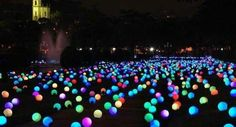 looks like so much fun to put glow sticks in balloons and putting them in your backyard  summer party!!!!!