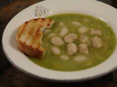 Supa+de+fasole+cu+pesto Pesto, Pickles, Cucumber, Food, Meal, Pickle, Hoods, Eten, Pickling
