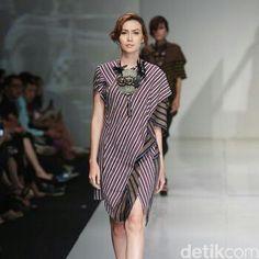 Kebaya Lace, Batik Kebaya, Batik Dress, Blouse Dress, Batik Fashion, Ethnic Fashion, Womens Fashion, Chic Dress, Cotton Blouses