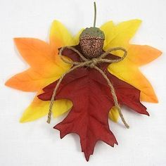 We've collected plenty of acorn crafts for preschoolers through teens, lots of ideas for using nature in your craft projects! Fall Crafts For Kids, Family Crafts, Thanksgiving Crafts, Holiday Crafts, Kids Crafts, Autumn Crafts, Thanksgiving 2017, Acorn Crafts, Leaf Crafts