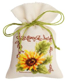 Potpourri bag: Sunflower From Vervaco - Potpourri Bags - Kits Embroidery - Casa Cenina Mini Cross Stitch, Cross Stitch Needles, Cross Stitch Cards, Counted Cross Stitch Kits, Cross Stitch Flowers, Cross Stitching, Cross Stitch Embroidery, Cross Stitch Designs, Cross Stitch Patterns