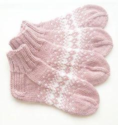Kolme raitaa toimii aina! #adidas #adidassukat #knitting #handmadewithlove #woolsocks #kolmeraitaa #sport #Novita | SnapWidget