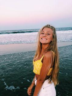 P i n t e r e s t : ✰ beach pictures, beach pics, summer goals, cute Poses Photo, Picture Poses, Picture Ideas, Insta Photo Ideas, Insta Pic, Flipagram Instagram, Tumbrl Girls, Solo Pics, Instagram Pose