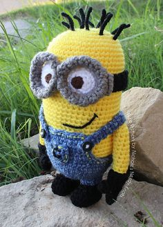"""Despicable Me Minion 2 Eye (11inches tall) - Free Amigurumi Pattern - PDF version - Click """"download"""" or """"free Ravelry download"""" here: http://www.ravelry.com/patterns/library/despicable-me-minion-9"""
