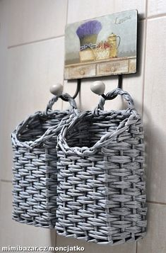 my favoruite lists Newspaper Basket, Newspaper Crafts, Tin Can Crafts, Crafts To Make, Baskets On Wall, Wicker Baskets, Paper Weaving, Book Sculpture, Basket Decoration
