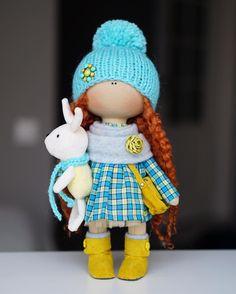 No photo description available. Pretty Dolls, Beautiful Dolls, Diy Rag Dolls, Rag Doll Tutorial, Doll Sewing Patterns, Waldorf Dolls, Soft Dolls, Stuffed Toys Patterns, Fabric Dolls