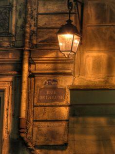 Rue de la lune, Paris