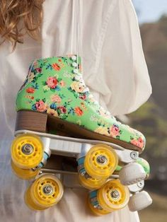 Patinando e Cantando: Primavera combina com patins de estampa floral: