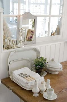 Home of the owner of Vintage by Nina online shop. Images via Vakre Hjem & Interiør Estilo Shabby Chic, Shabby Chic Decor, Vibeke Design, White Dishes, White Rooms, Shabby Vintage, White Decor, Cottage Style, Shades Of White