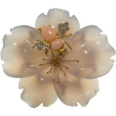 Preowned Chalcedony Coral Diamond Gold Flower Brooch ($3,750) ❤ liked on Polyvore featuring jewelry, brooches, red, diamond jewelry, gold brooch, red flower brooch, red diamond jewelry and flower broach