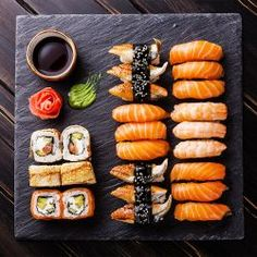 The most delicious sushi recipes - okoko recipes Sushi Recipes, Asian Recipes, Sushi Comida, Japanese Food Sushi, Japanese Dinner, Japanese Desserts, Sushi Platter, Sushi Party, Food Goals