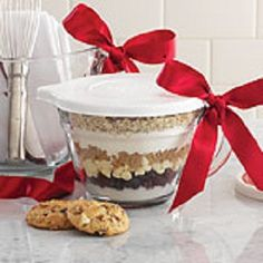 Four recipes and gift tags to use for making Christmas #gifts. Celebration Cookies, Batter Bowl Brownies, Cowboy Chili and Harvest Pumpkin Bread. Layer dry ingredients in a Batter Bowl, put on the lid and tie with a bow. Cute!