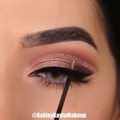 Are you looking for ideas for your Halloween make-up? Browse around this website for creepy Halloween makeup looks. Makeup Eye Looks, Halloween Makeup Looks, Eye Makeup Tips, Cute Makeup, Glam Makeup, Skin Makeup, Makeup Inspo, Eyeshadow Makeup, Makeup Inspiration