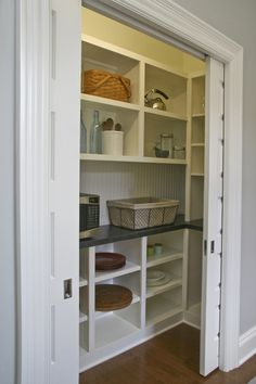 pantry shelving 69 Ideas small walk in closet remodel pantry ideas for 2019 Kitchen Pantry Design, New Kitchen, Kitchen Pantries, Small Kitchen Pantry, Kitchen Ideas, Pantry Cabinets, Kitchen Oven, Pantry Room, Small Pantry Closet