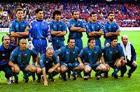 F. C. BARCELONA - Barcelona, España - Temporada 1996-97 - Popescu, Vitor Baia, Fernando Couto, Abelardo, Luis Enrique y Guardiola; Corbella (utillero), Ronaldo, De la Peña, Sergi, Ferrer, Figo y Ángel Mur (masajista) - F. C. BARCELONA 1 (Ronaldo), PARIS ST. GERMAIN 0 - 14/05/1997 - Copa de Europa de Campeones de Copa, final - Rotterdam, Holanda, Feijenoord Stadion - El Barsa gana su 4º titulo de la Recopa - Ver otra entrada en el enlace: BARCELONA Campeón de la Recopa de Europa 1997 Barcelona Football, Fc Barcelona, Rotterdam, Ronaldo, Soccer, Barcelona Spain, Football Team, Football Pictures, Champs