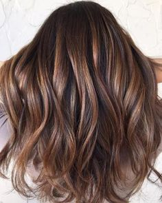 Idée Couleur & Coiffure Femme 2018 : Description Reminiscent of the striped copper stone, tiger eye hair is the update to balayage we've been waiting for. The hair trend pulls warm tones from dark hair in the Brown Hair Balayage, Hair Color Balayage, Ombre Balayage, Ombre Hair, Pastel Hair, Brown Hair Foils, Blondish Brown Hair, Auburn Balayage, Balayage Hairstyle
