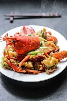 Discover what are Chinese Seafood Food Preparation - Chinese shrimp noodles Lobster Cantonese Recipe, Cantonese Food, Ginger Scallion Lobster Recipe, Shellfish Recipes, Seafood Recipes, Cooking Recipes, Cooking Videos, Vegetarian Recipes, Seafood