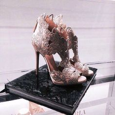 Compre Único Saltos Finos Pontas Dos Saltos Altos Das Mulheres Net Sapatos Da Moda Saltos Altos Das Mulheres Vermelhas Preenchido Por Mulheres Bonitas
