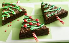Ingredients:  1 box Betty Crocker® Orginal Supreme brownie mix (with chocolate syrup pouch) Water, vegetable oil and eggs called for on brownie mix box 2 or 3 drops green food color 1 cup Betty Crocker® Rich & Creamy vanilla frosting (from 1-lb container) Betty Crocker® Decorating Decors red and green candy sprinkles or miniature candy-coated chocolate baking bits Miniature candy canes (2 inch), unwrapped  Directions:  1. Heat oven to 350°F. Line 13x9-inch pan with foil so foil extends about…