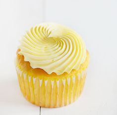 Baking a delicious lemon cupcake doesn't have to be complicated! Try this easy recipe for a fast treat! I got a craving for lemon the other day and knew I just had to make a delicious cupcake! To make this cupcake you will need: Cupcake recipe (below) Lemon buttercream recipe (below) Yellow food color Cupcake...