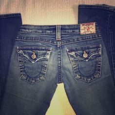 True Religion flare bottom jeans 27 Great jeans. Bell type bottom, little wear at bottom from being too long. Inseam is 33 1/4. True Religion Jeans