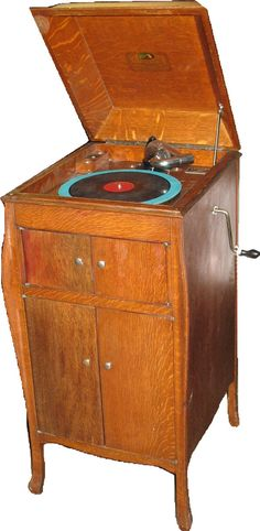 """A classic Victor VV-X (""""Victrola the Tenth""""), a machine I'd very much like to own someday - the quintessential upright gramophone."""