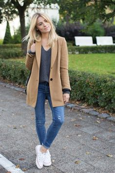 Simple l Fall: camel coat, gray sweater, skinny jeans, converse sneakers