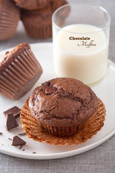 Chocolate for breakfast, could any of us resist that when it's offered? Which is exactly why I don't make chocolate muffins everyday. These chocolate muffi